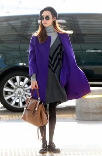 怡红院免费九九色色- 孔孝真会穿的孔偶匿,这身紫色毛呢大衣搭配灰色高领毛衣,可谓是足...