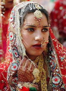国模吧国模吧大胆高清-在印度,妇女的地位也是非常低下的,甚至存在因为还债而卖妻卖女的...