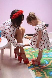 情妇床头高跟鞋-老公看到我和情人穿一样的衣服笑了