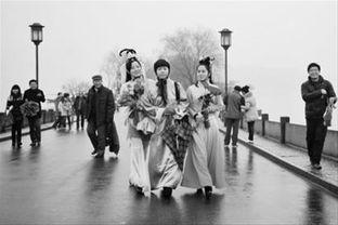 """...和""""许仙""""就是在杭州西湖断桥相会的.新华社记者/黄宗治-白娘子 ..."""