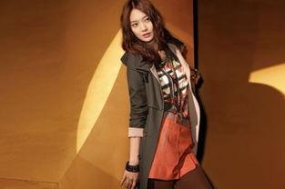 fansadox女将军第三部-朴诗妍身着黑色无袖长背心+黑色裹身连衣裙,手包的颜色提升了整体...