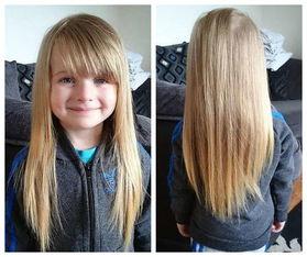 英国四岁小女孩埃维莉.奥斯汀和其及腰的金色长发.(资料图片)-英...