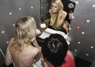 公厕里的男欢女爱