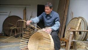 ...依恋编竹的古稀老人
