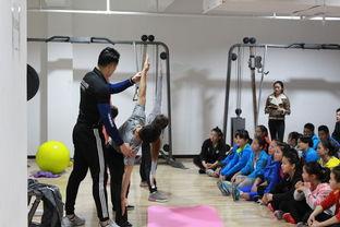 ...老师指导瑜伽操动作-国家体育总局