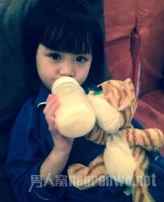 钟丽缇女儿遗传妈妈美貌 和林志颖儿子订娃娃亲