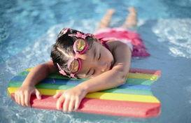 花园附近有健身会所可供游泳,锡... 春光路口有一家24小时健身会馆可...