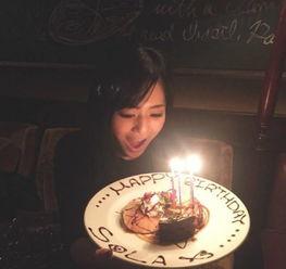 新华网陕西频道图片 苍井空光棍节庆32岁生日 捧蛋糕大笑