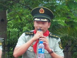 武警战士陈立文同志来华英学校作英雄事迹报告