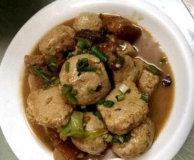 殖的土猪,自己腌制的,泥蒿则是... 第5道菜—酸菜苕粉,苕粉是用农...