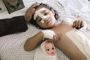 ...疗.她的母亲、姐姐和弟弟在以军轰炸中身亡.-他们在巴勒斯坦 以...