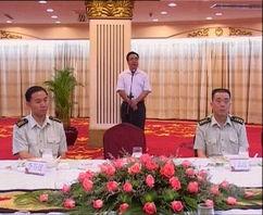 致辞  右图:李谷建部长向广州市环保局赠送纪念品李谷建部长在会上...