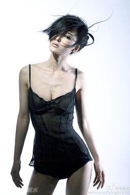...性感的身姿成为模特行业里的佼佼者.其在微博中上传的爆乳翘臀兔...