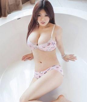 近日,H奶嫩模孟十朵曝光一套主题为《玉女春光图》的浴室大尺度...