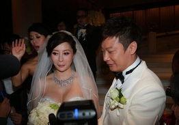 伴郎被戴上丝袜头套   结婚是喜事,尤其对于娱乐圈的明星们来说结婚...