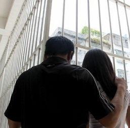 警方派警花卧底打掉一卖淫团伙 救出无知少女