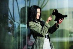 猴三棍女房管兔兔照片-网易娱乐12月24日报道   由许建超担任制片人,余斌担任导演,青年女...