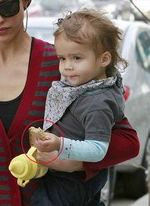 国际在线报道,美国时间10月27日,好莱坞女星杰西卡·阿尔芭潮服现...