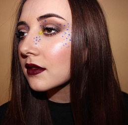 ...自己的彩色斑点自拍,表示想要做一些改变,尝试与众不同的妆容.-...