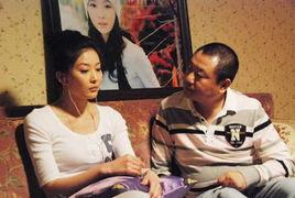 大是一个生活在东北小城的足疗师,被生活富足的兄妹接到了北京生活...