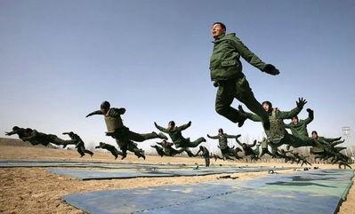 过战争或者军事东扩来达到转移其国家经济问题的预谋.   其中不乏舆...