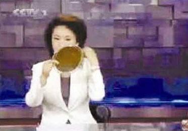 间23:34时播出的《奥运进行时》节目的视频,其中竟然出现了女主播...