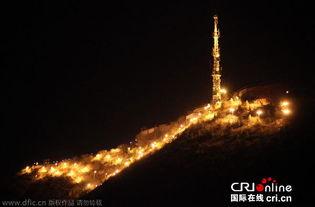 ...夜晚灯火通明,宛若出现在广袤苍穹中的一片辉煌仙境.图片来源:...