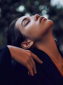 腾讯娱乐讯 日本名模水原希子登上《男人装》封面,日前她在微博晒出...
