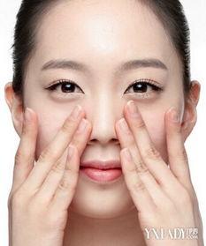 用粉笔针把黑色的油脂挤出来.   ,最终导致皮肤敏
