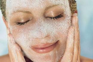 我经常洗脸,但为什么还是有黑头?   答案:增加洗脸频率并不能避免...