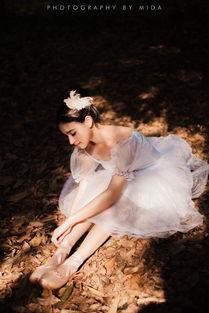 森林的芭蕾少女