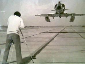 一位摄影师冒险拍摄低空高速通场的战机-猛男摄影师拍战机低飞猛图