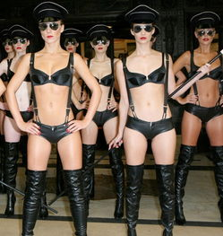 ...cateur 全新的内衣系列New World Order,演绎用身体彰显气质的主宰...