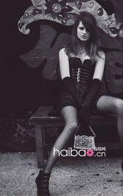 零号傀师-《Vogue》日本版8月号封面大片由时尚摄影师组合伊内兹·冯·兰姆...