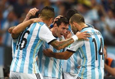 欲望之颠-虽然比起巴西、德国,阿根廷还不是夺冠最大热门球队,但梅西和他的...