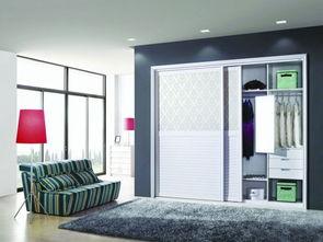 立地式的衣柜做隔断,最好是有双面开门的设计,方便你取放物品....