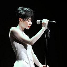 011年在香港亚洲博览馆举行演唱会后,最近不断有传阿菲再度复出....
