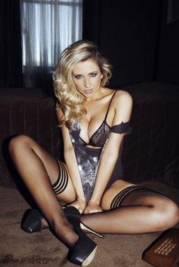 英国性感女星杰玛-莫纳(Gemma Merna)登上《Nuts》杂志封面,杰...