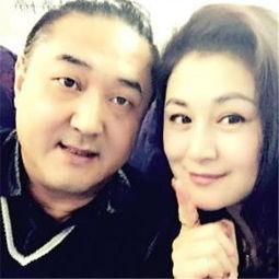 开的,一个是她姐夫赵本山的帮助和指点,另一个就是她丈夫和她的相...