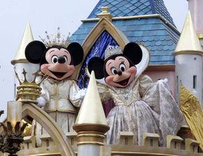 ...尼公司举行了一系列的庆祝迪斯尼乐园成立50周年全球纪念活动.-...