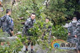 省军区副司令员李谷建少将带领某部300余官兵,深入到受灾最严重的...