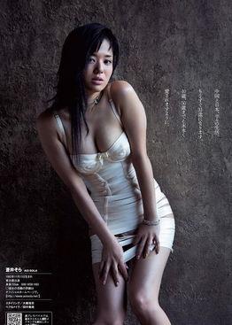成人女星苍井空近年来转战中国,不仅出席各大活动,还练习各种中...