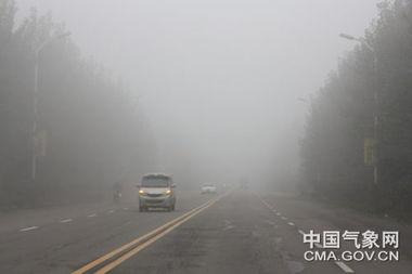 河南漯河舞阳等地遭遇大雾天气
