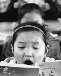 但有些课本却要好好爱惜,因为它们还要传下去给低年级的弟弟妹妹接...