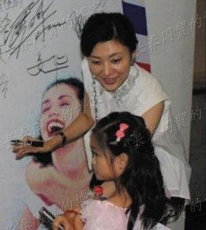 周涛6岁女儿香香照片曝光 很文静见人害羞