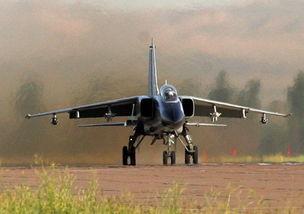 全新飞豹装备国产中远程制导武器 水平世界先进
