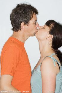 亲吻的恋人图片