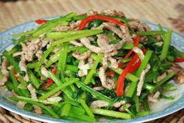 芹菜炒牛柳。