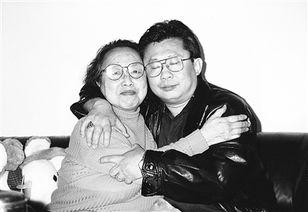 泥中莲网易云-萧曼青与大儿子高天恩教授.   《像我这样的母亲》   作者:萧曼青   出...