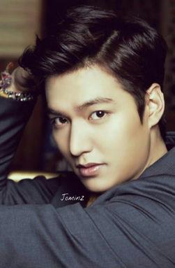 ...日出生于首尔,韩国男演员、歌手、广告模特.2009年因饰演《韩版...